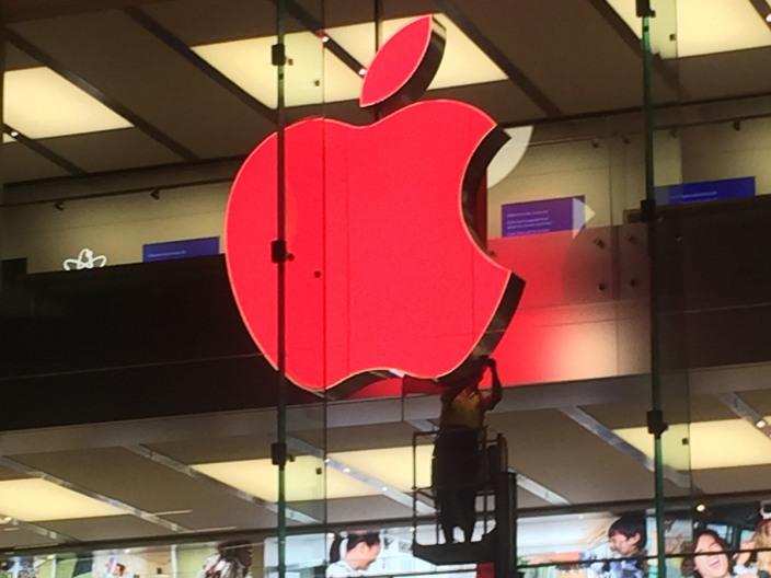 Avusturalya'daki Bir Apple Store Logosu hazırlanırken...