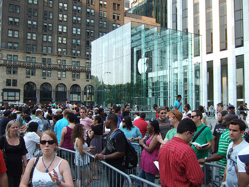 iPhone kuyruğu - ElmaDergisi.com