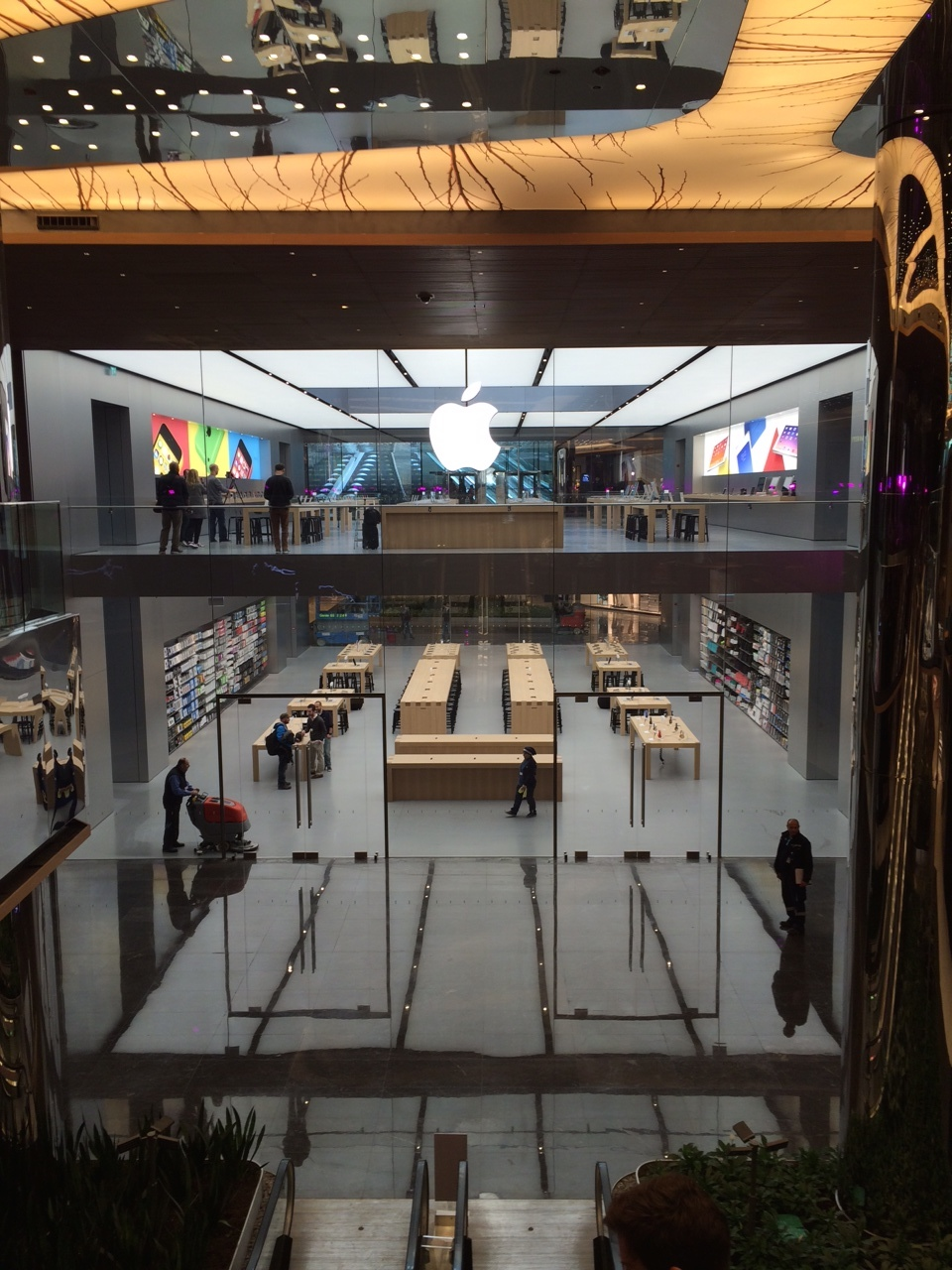 elma dergisi apple store inside