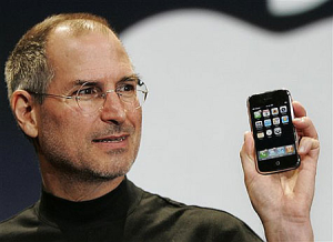 steve-jobs-iphone1317987135