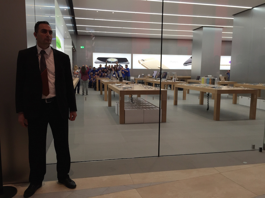 Apple Store Akasya Elma Dergisi Açılış Çalışanların Özçekimi